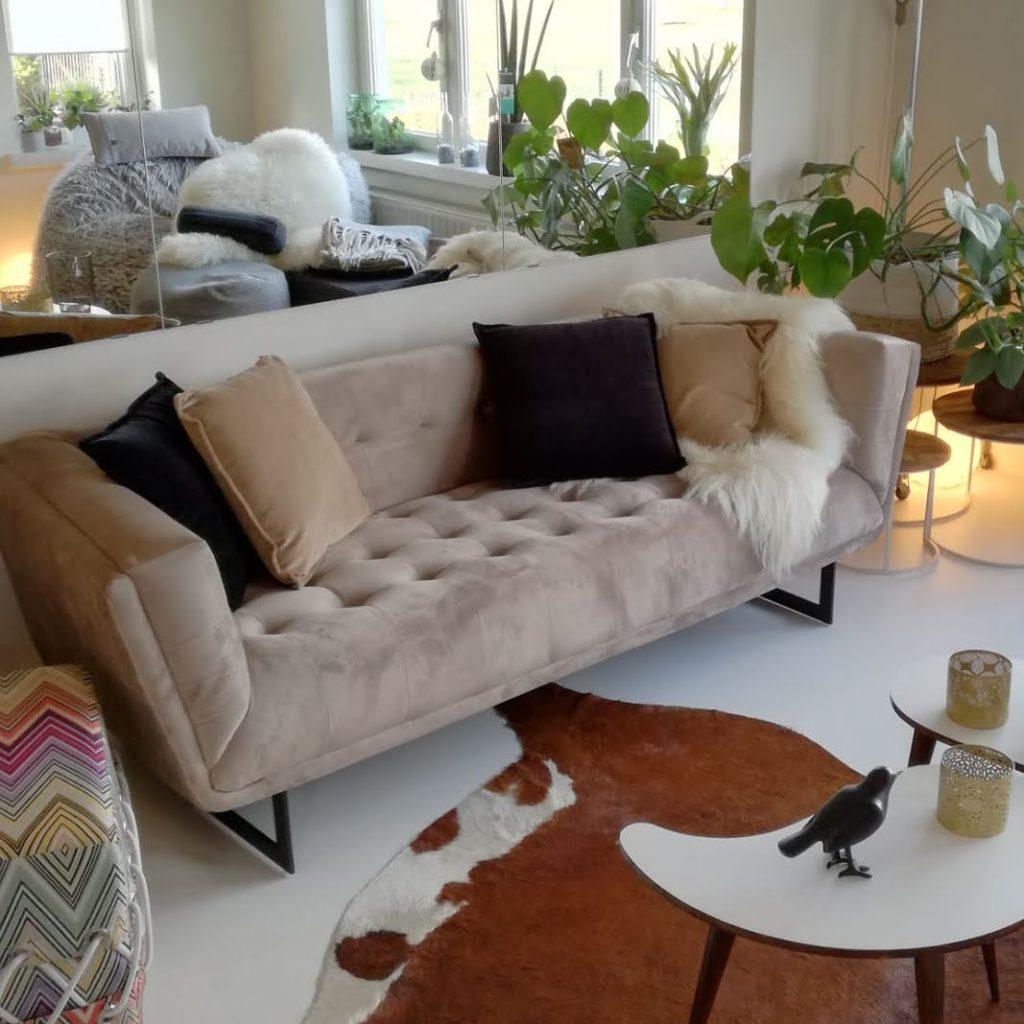 interieur: velvet sofa champagne kleur